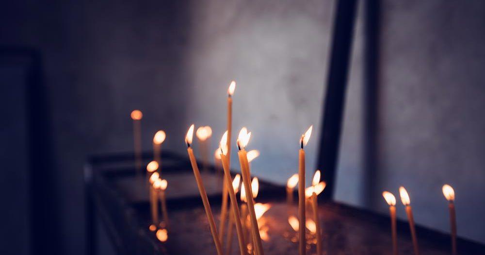 Candles burning in Church - Bekenntnisschriften über die Beichte