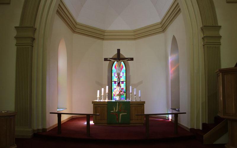 """Lüneburg Church Altar. Jesus rief laut """"Vater, ich befehle meinen Geist in deine Hände!"""" (Lukas 23,46)"""