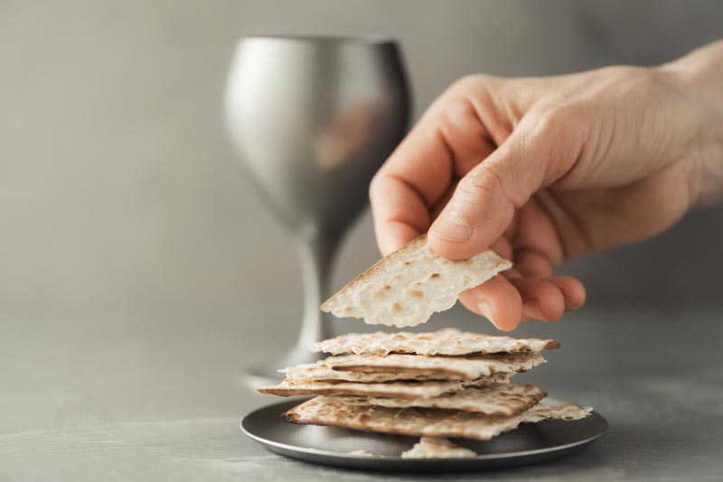 Confession of the pure doctrine against the Sacramentarians. hands-with-chalice-and-communion-matzo-bread-wooden cross